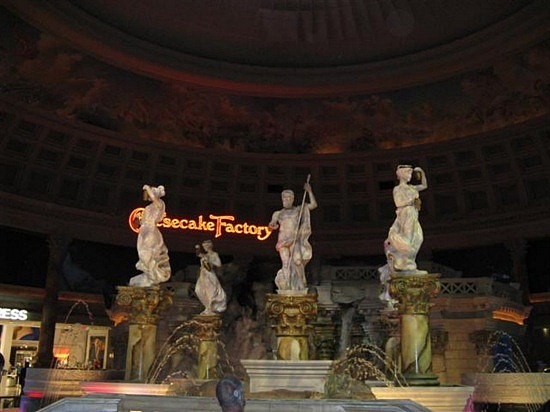 Forum Shops Animated Statues